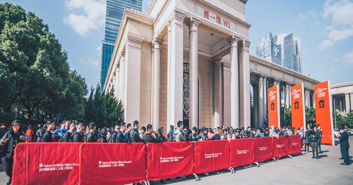 Immagine dell'ingresso della fiera salone del mobile Milano a Shanghai